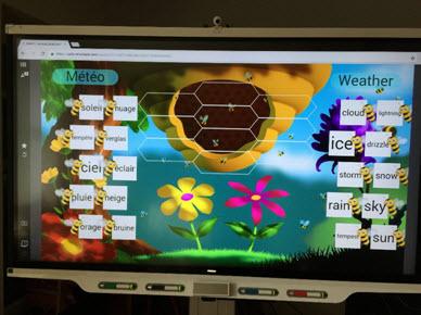 Le lecteur est incorporé aussi dans les écrans SMART, ce qui permet d'utiliser sans ordinateur connecté les fichiers réalisés.